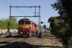 N453 leads the up Shepparton service through Moonee Ponds