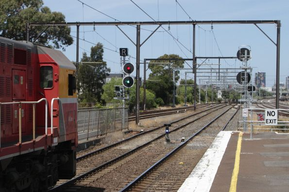 'R' displayed on the banner indicator for an Geelong service on the suburban tracks at South Kensington