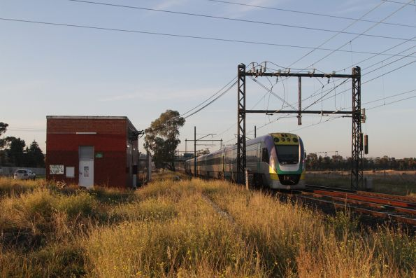 VLocity 3VL19 trails an up Bendigo service at Ginifer