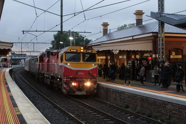 N467 on a down Warrnambool service arrives into Footscray platform 6