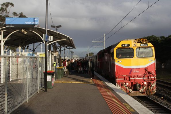 N471 leads an up Geelong service through Aircraft station