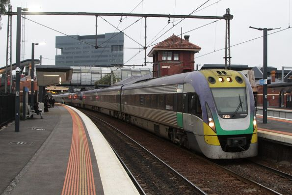 VLocity 3VL20 leads a 7-car Geelong line consist stopped at Footscray platform 5