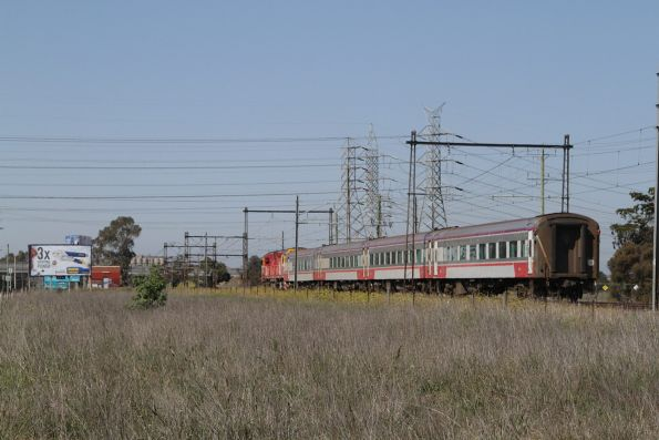 N453 leads the up Swan Hill service towards the city at Ginifer
