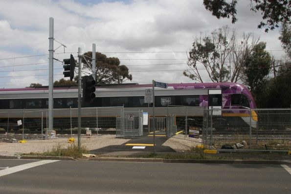 VLocity VL52 on a down Bendigo service between Ginifer and St Albans