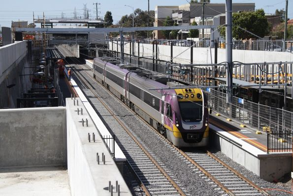 VLocity VL11 on a down Bendigo service at Ginifer