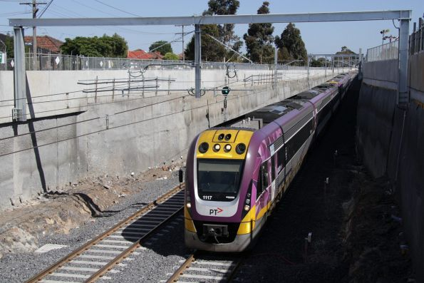 VLocity VL17 and VL60 on an up Bendigo service at Ginifer