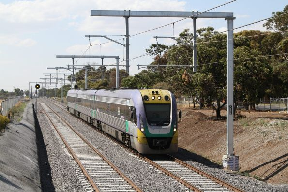 VLocity VL39 approaches St Albans with an up Bendigo service
