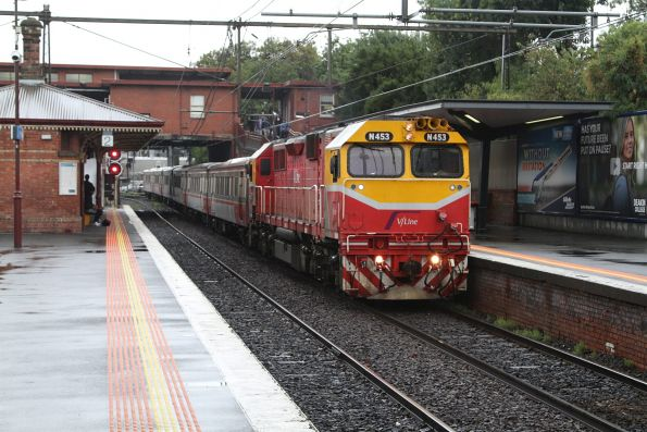 N453 arrives into North Melbourne station with an up Seymour service