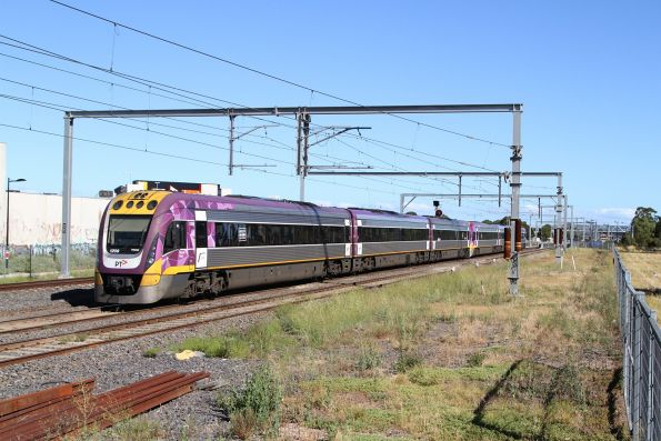 VLocity VL05 and VL09 approaches the RRL junction at Sunshine with an up Bendigo service