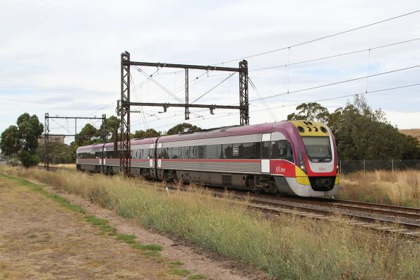 VLocity VL50 on a down Bendigo service outside Albion