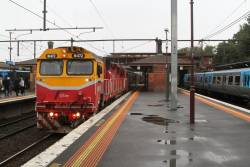 N472 arrives into North Melbourne platform 3 with an up Seymour service