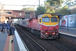 N472 arrives into North Melbourne with an up Shepparton service