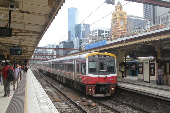 Sprinter 7004 and two classmates arrive into Flinders Street platform 7 with a down Traralgon service