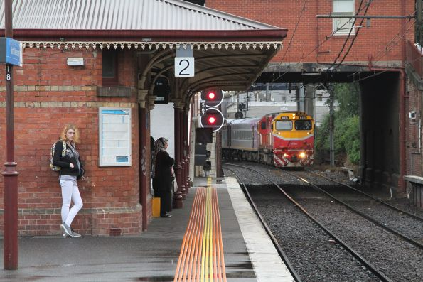 N474 arrives into North Melbourne with an up service