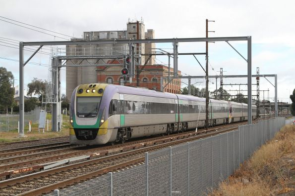 VLocity VL19 leads a down Bendigo service onto the RRL tracks at Albion
