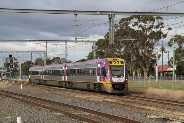 VLocity VL55 leads a down Bendigo service onto the suburban tracks at Albion