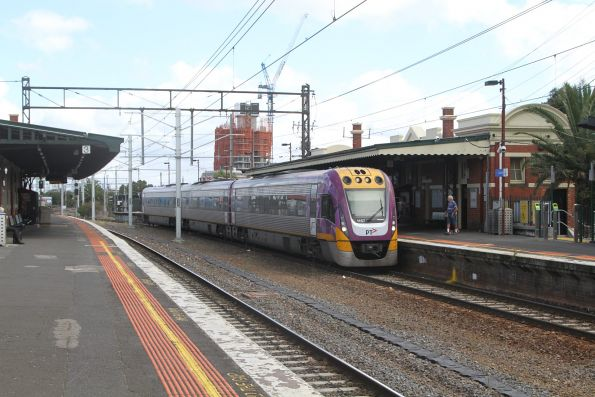 VLocity VL57 arrives at Caulfield platform 4 with a down Traralgon service