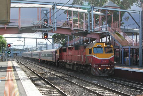 N469 leads the up Swan Hill service running express through Sunbury station