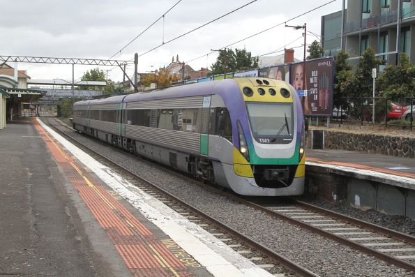VLocity VL41 passes through Malvern on a down Traralgon service