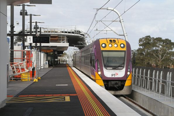 VLocity VL01 on an up Traralgon service at the new elevated Noble Park station