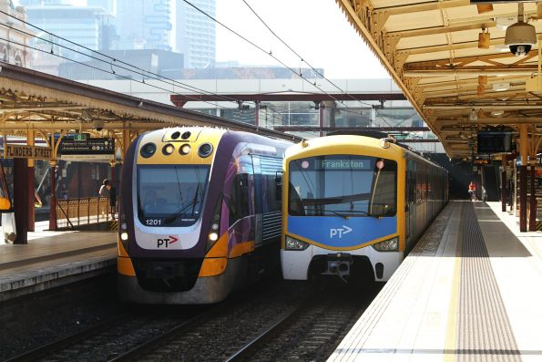 VLocity VL01 on an up Traralgon service at Flinders Street platform 7
