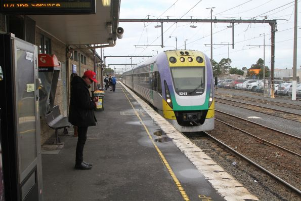 VLocity VL41 arrives into Pakenham station with an up Traralgon service