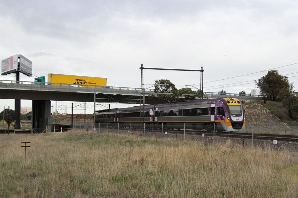 VLocity VL40 on a down Bendigo service outside Ginifer