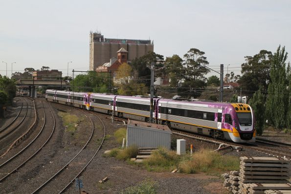 VLocity VL72 trails a classmate on an up Bendigo service at Albion