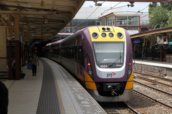 VLocity VL20 and VL01 on a down Bairnsdale service at Flinders Street