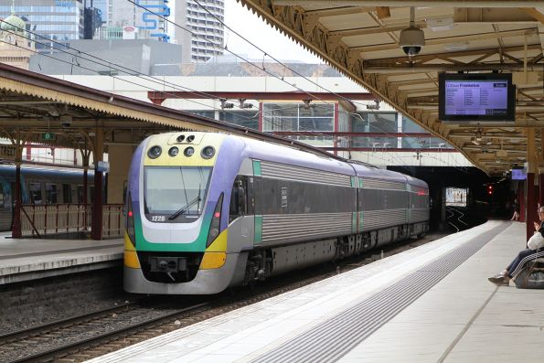 VLocity VL20 heads east at Flinders Street platform 7