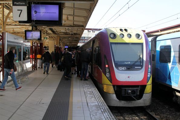 VLocity VL47 terminates at Flinders Street platform 7 with an up Gippsland service