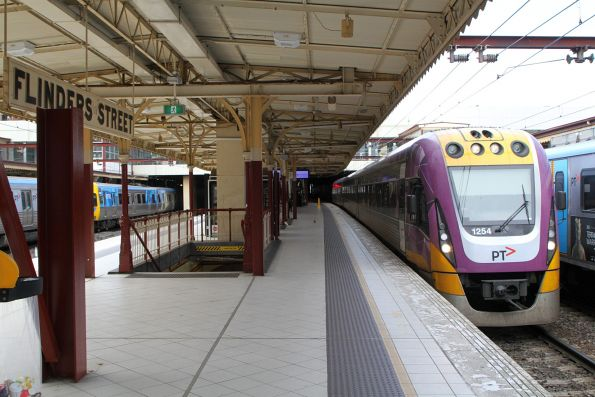 VLocity VL54 arrives into Flinders Street platform 7 with an up Gippsland service
