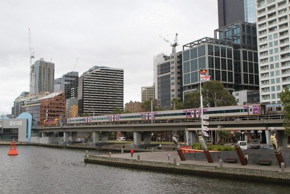 N466 leads the up Bairnsdale service over the Flinders Street Viaduct