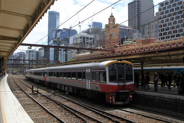Sprinter 7010 and two classmates arrive into Flinders Street platform 9 with a down Traralgon service