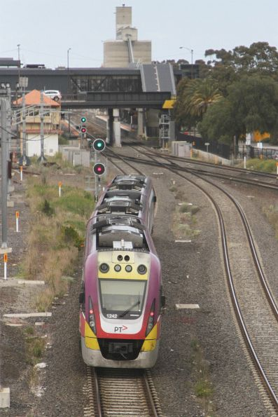 VLocity VL42 on an up Bendigo service headed towards the RRL junction at Sunshine