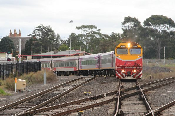 N469 on an up Warrnambool service leads mixed liveried carriage set FN3 into Sunshine