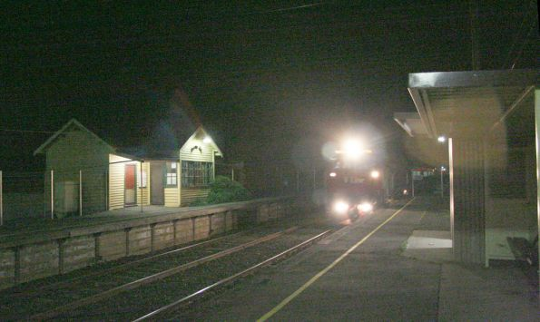 Up Albury train at Donnybrook