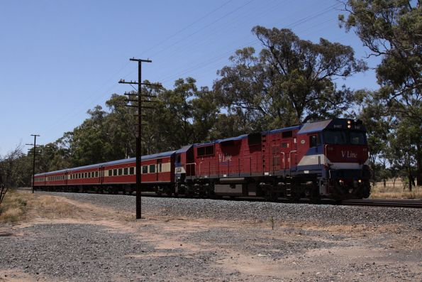 N467 leads an up Shepparton service outside Mangalore