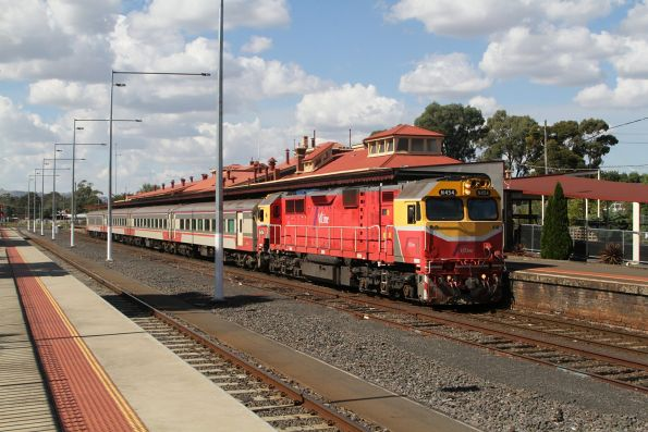 N454 ready to depart Seymour with an up Shepparton service
