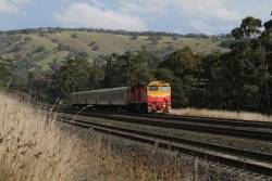 N460 leads the down Shepparton service out of Kilmore East