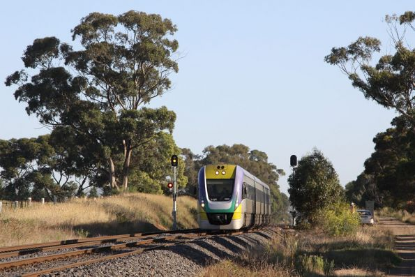 3VL28 heads for town between Sunbury and at Diggers Rest