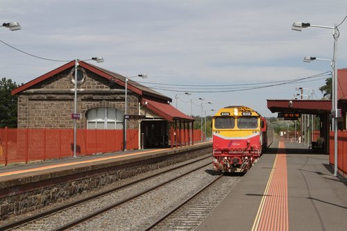 N458 leads the up Swan Hill service express through Riddells Creek