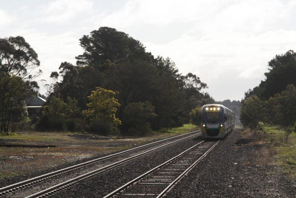 VLocity arrives into Woodend on an up Bendigo service