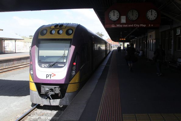 VLocity VL17 on arrival at Bendigo