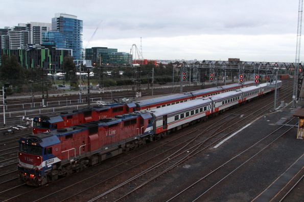Two trains just arrived at Southern Cross and waiting for a platform: in the foreground N458 arrives empty cars from Arden Street, N472 is actually carrying passengers