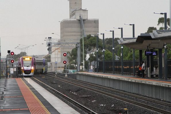 VLocity VL68 and classmate terminate at Sunshine platform 3 with a down Ararat service