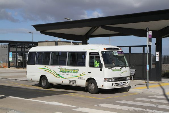 Trotters minibus 4962AO at Caroline Springs for the Rockbank station shuttle service