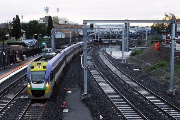 VLocity 3VL31 arrives into Footscray platform 3 on the newly opened RRL tracks