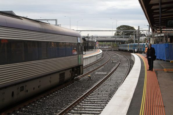 Citybound VLocity arrives into Footscray platform 3 on the newly opened RRL tracks