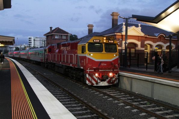 N459 on the down Swan Hill service stops for passengers at Footscray platform 4